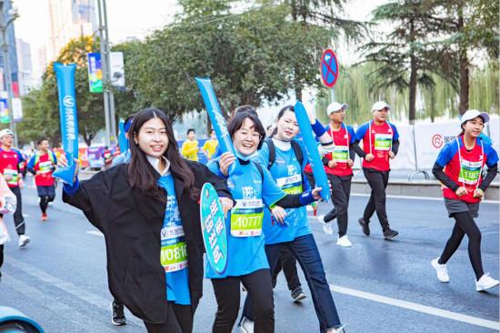 跑出科技活力范儿!长安新能源重庆马拉松展现品牌新风貌